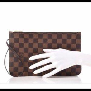Aut NEW Louis Vuitton Neverfull red damier pouch